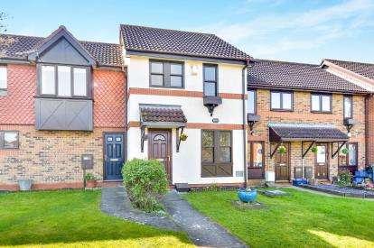 2 Bedrooms Terraced House for sale in Boxberry Gardens, Walnut Tree, Milton Keynes, Buckinghamshire