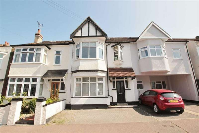 5 Bedrooms Terraced House for sale in Oakleigh Park Drive, Leigh-On-Sea, Essex