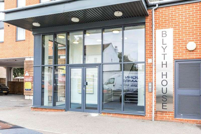 2 Bedrooms Flat for sale in Blyth House, Southchurch Road