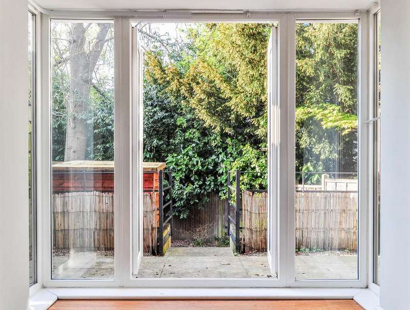 3 Bedrooms Terraced House for sale in Winter Gardens, Southgate