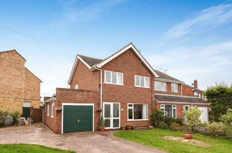 3 Bedrooms Semi Detached House for sale in Whitehorns Way, Drayton