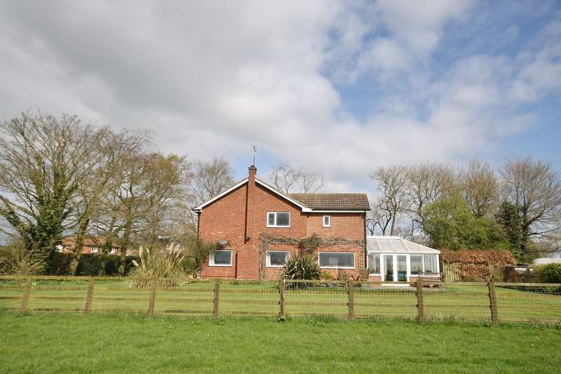 4 Bedrooms Detached House for sale in Stillington Road, Crayke, York YO61 4TG