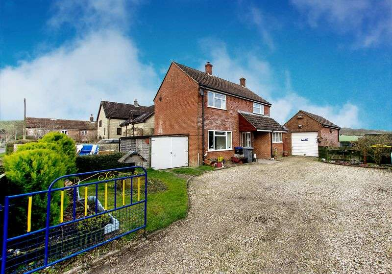 3 Bedrooms Detached House for sale in Upton Lovell, Warminster