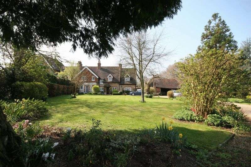 4 Bedrooms Semi Detached House for sale in Frensham Lane, Farnham