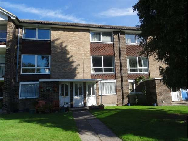 2 Bedrooms Maisonette Flat for sale in Broadlands Court, Wokingham Road, BRACKNELL, Berkshire
