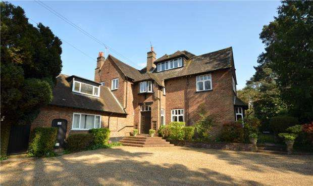 2 Bedrooms Apartment Flat for sale in St. Gabriels Court, Tekels Avenue, Camberley