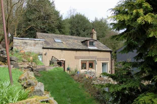 2 Bedrooms Detached House for sale in Halifax Road Todmorden