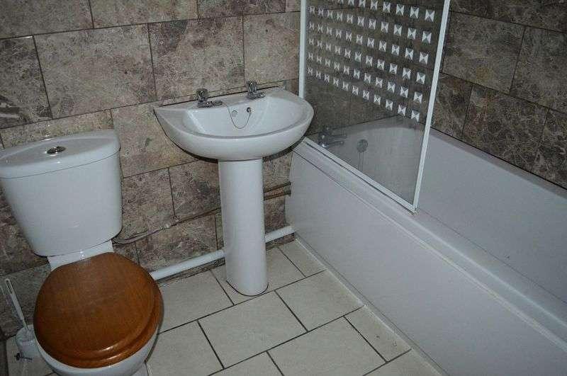 1 Bedroom Flat for sale in Salisbury Avenue, Westcliff-On-Sea