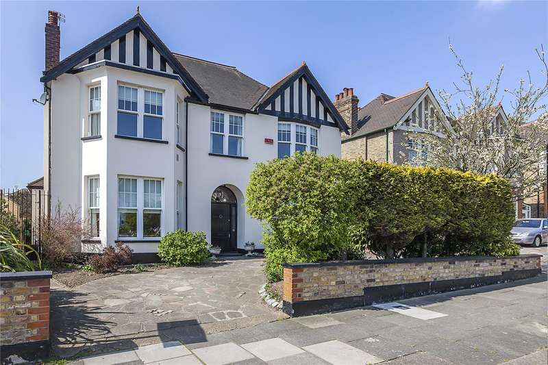 6 Bedrooms Detached House for sale in Glenesk Road, London, SE9