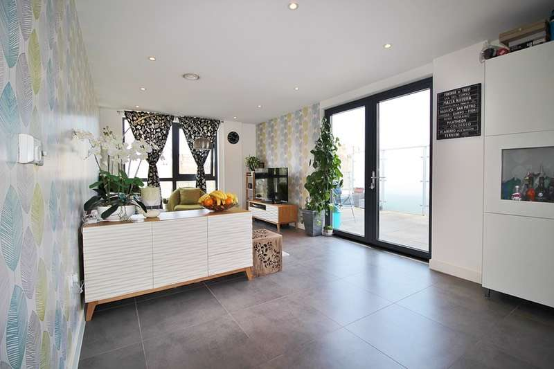 3 Bedrooms Flat for sale in High Road, London, London, NW10