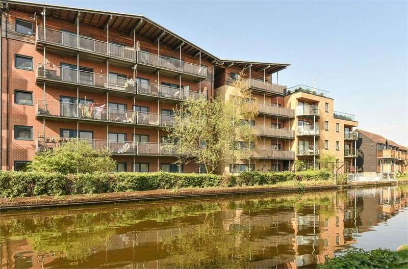 1 Bedroom Flat for sale in Union Wharf, Bentinck Road, West Drayton, Greater London