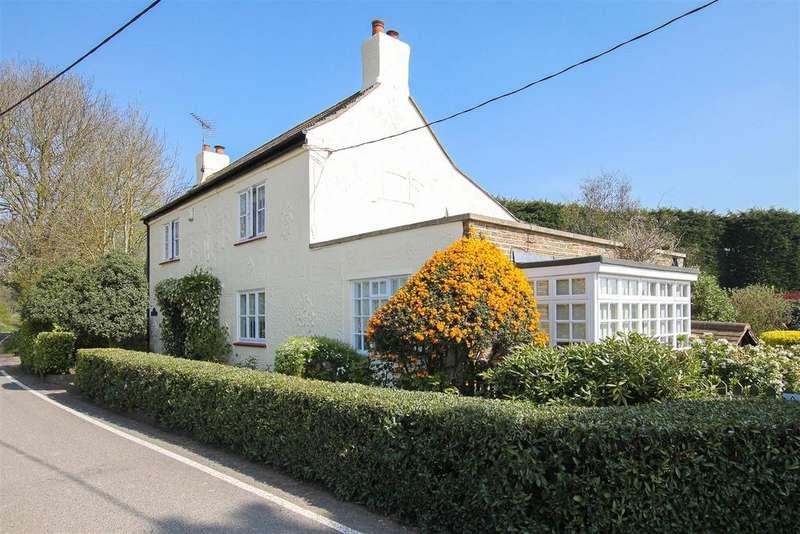 4 Bedrooms Detached House for sale in Warren Lane, Doddinghurst, Brentwood
