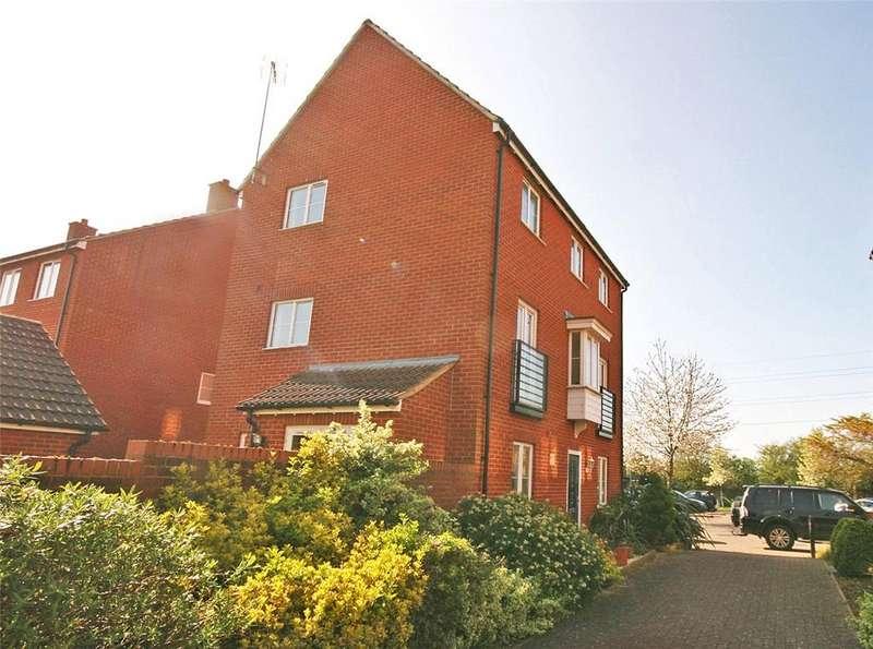 4 Bedrooms Detached House for sale in St. Josephs Green, Welwyn Garden City, Hertfordshire