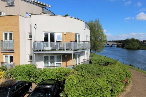 2 Bedrooms Flat for sale in Bridge Wharf, Chertsey, Surrey