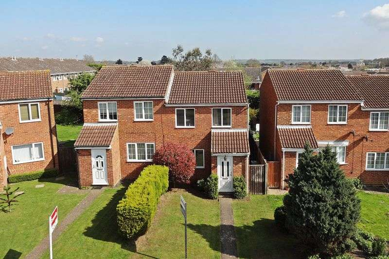 3 Bedrooms Semi Detached House for sale in Eagle Drive, Flitwick