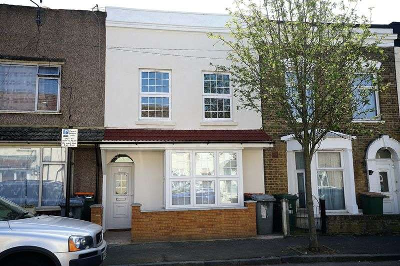 4 Bedrooms Terraced House for sale in Heyworth Road, London