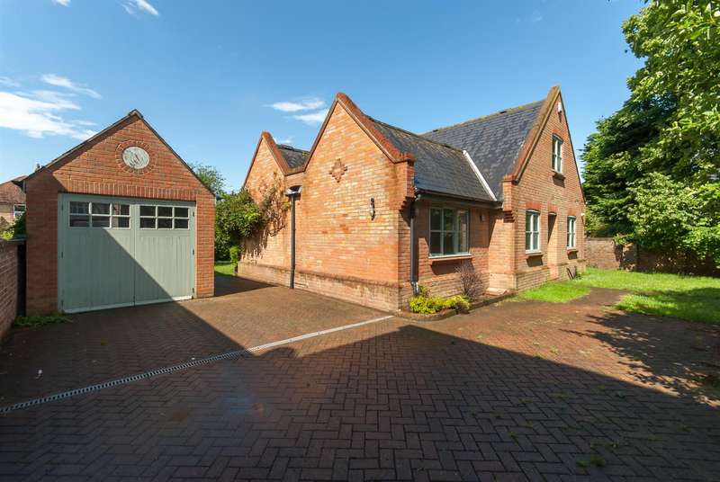 4 Bedrooms Detached House for sale in 80a Station Road, BIRCHINGTON