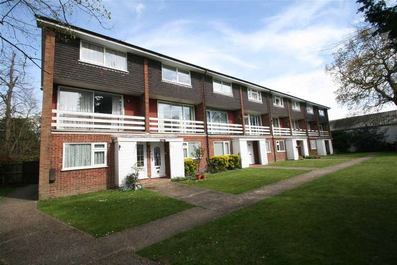 2 Bedrooms Maisonette Flat for sale in Knights Court, High Road, Bushey Heath