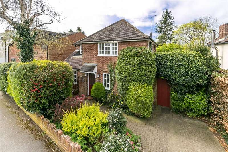 3 Bedrooms Detached House for sale in Meadow Walk, Harpenden, Hertfordshire