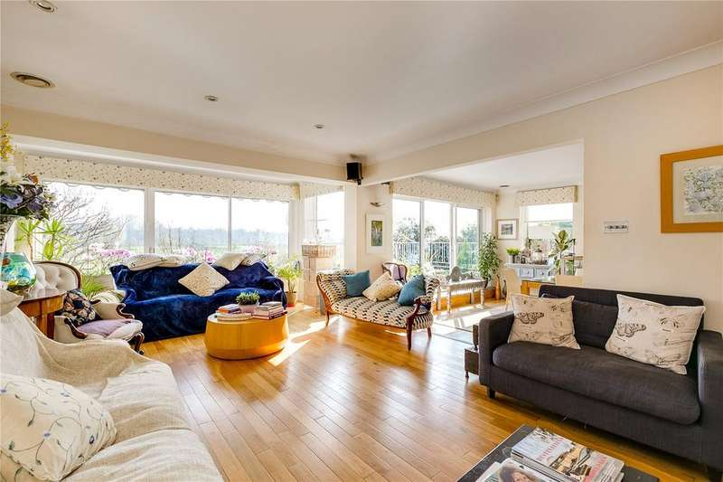 4 Bedrooms Detached House for sale in Douai Grove, Hampton, Middlesex
