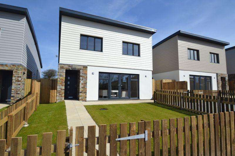 3 Bedrooms Detached House for sale in The Carracks, St Ives, Cornwall