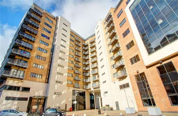 2 Bedrooms Flat for sale in The Bar, Newcastle Upon Tyne, UK