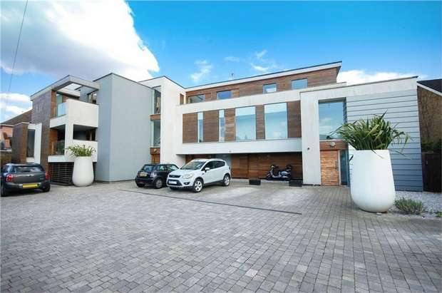 2 Bedrooms Flat for sale in Cranmer Road, Hampton Hill