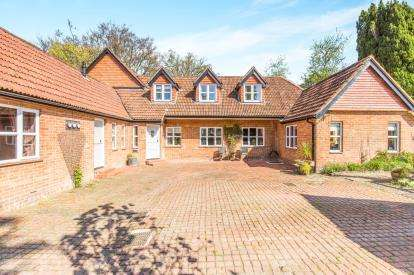 4 Bedrooms Barn Conversion Character Property for sale in Lyndhurst, Hampshire