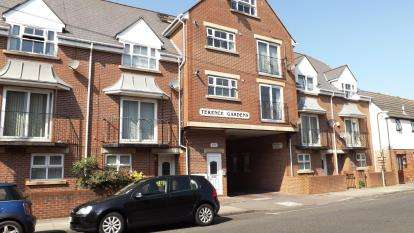 2 Bedrooms Flat for sale in St. Ronans Road, Southsea, Hampshire