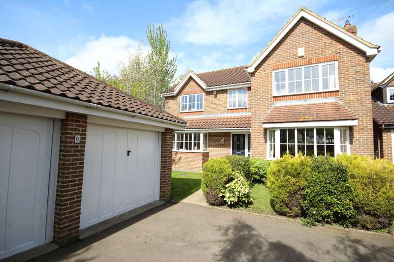 4 Bedrooms Detached House for sale in Beacon Close, Stone