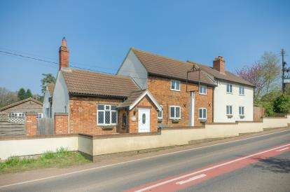 4 Bedrooms Detached House for sale in Deepdale, Potton, Sandy, Bedfordshire
