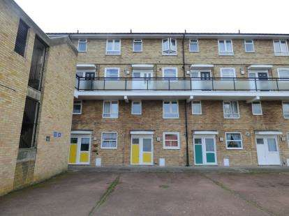 3 Bedrooms Flat for sale in Kettering Road, Enfield