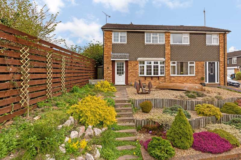 3 Bedrooms Semi Detached House for sale in Dundale Road, Tring