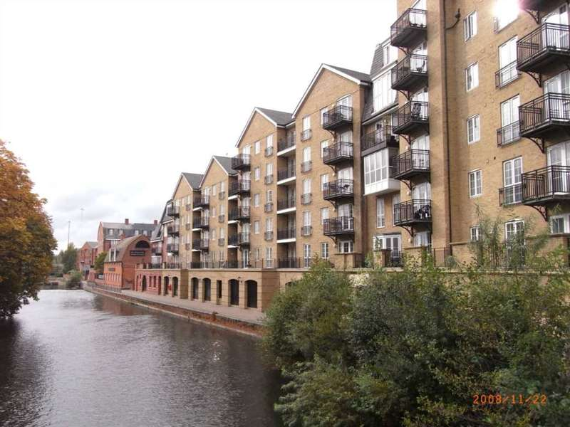 3 Bedrooms Flat for rent in Riverside House, Fobney Street