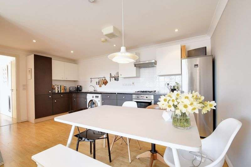 2 Bedrooms Flat for sale in Lewis Gardens, London