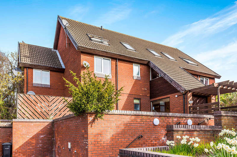2 Bedrooms Flat for sale in Clifton Court, Hinckley, LE10