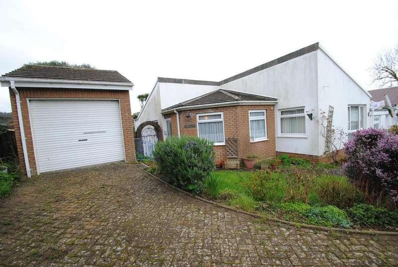 3 Bedrooms Bungalow for sale in East Meadow Road, Braunton