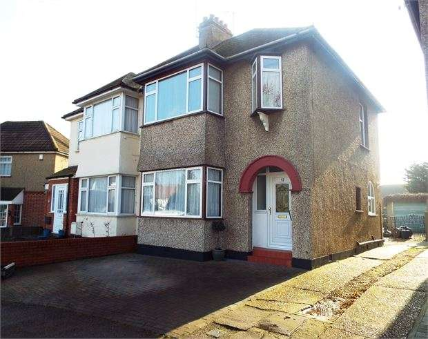 3 Bedrooms Semi Detached House for sale in Shirley Road, Leigh on sea, SS9 4JY