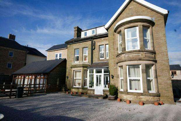 4 Bedrooms Detached House for sale in London Road, Buxton