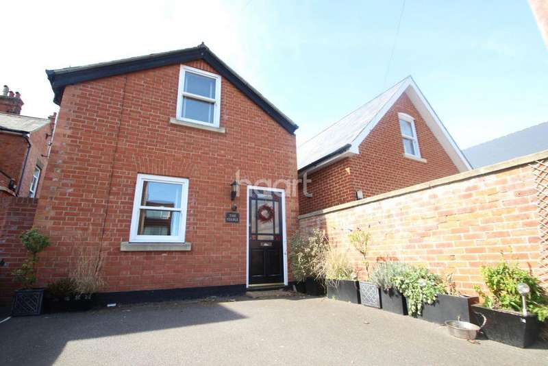2 Bedrooms Detached House for sale in Constable Road
