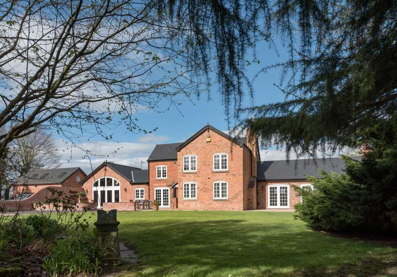 5 Bedrooms House for sale in 5 bedroom House Detached in Little Leigh