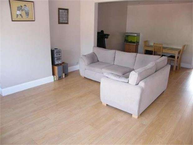 4 Bedrooms Semi Detached House for sale in Larchwood Close, Leigh on sea, SS9 4SH