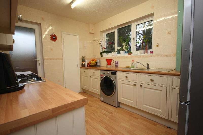3 Bedrooms End Of Terrace House for sale in Monoux Close, Billericay