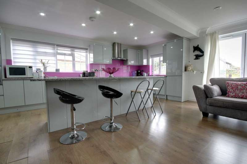 3 Bedrooms Detached House for sale in Wash Road, Noak Bridge