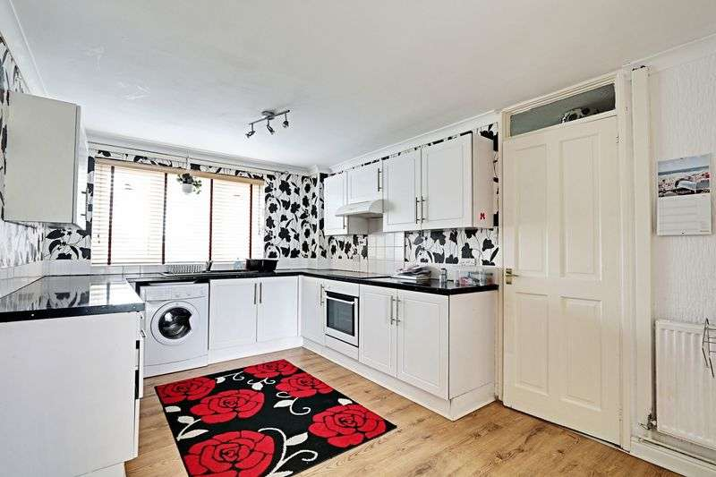 3 Bedrooms Terraced House for sale in Weymouth Close, Hull
