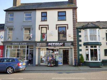 3 Bedrooms Retail Property (high Street) Commercial for sale in High Street, Criccieth, Gwynedd, LL52