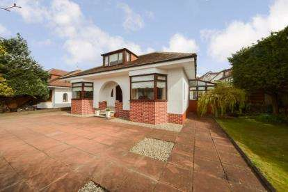 4 Bedrooms Bungalow for sale in Crawfurd Road, Burnside