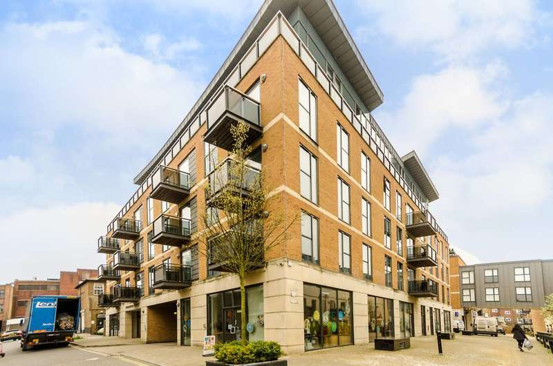 2 Bedrooms Flat for sale in St Marys Road, Surbiton, KT6