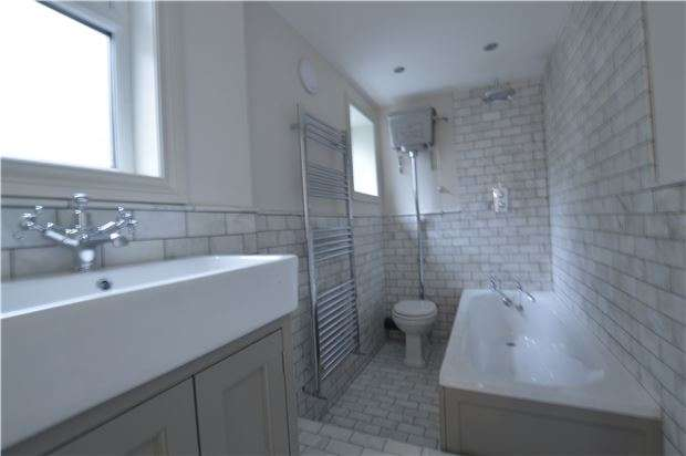2 Bedrooms Terraced House for sale in North Street, St Leonards On Sea, TN38