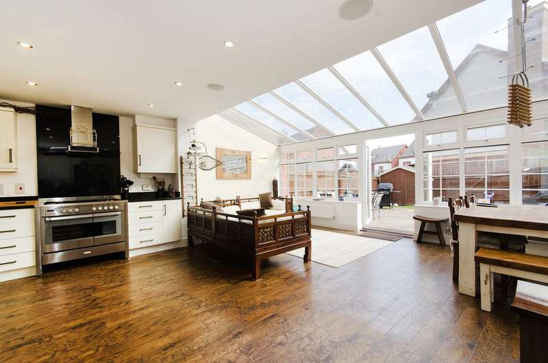 3 Bedrooms House for sale in Flowers Avenue, Ruislip, HA4